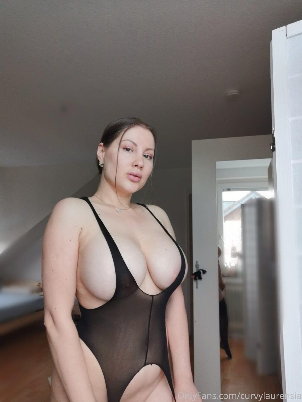 Curvy Laurensia